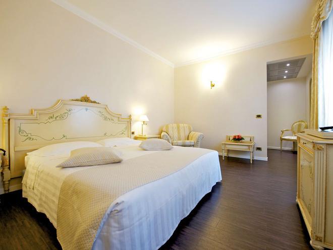 美居帕尔马司汤达尔酒店 - 帕尔马 - 睡房