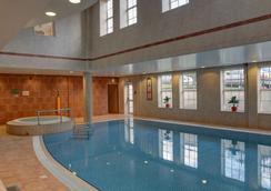 贝斯特韦斯特高级东密德兰机场紫杉旅馆酒店 - 德比 - 游泳池