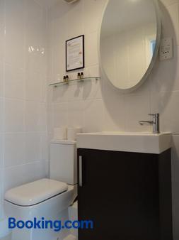 帕克斯金斯联排别墅酒店 - 布赖顿 / 布莱顿 - 浴室
