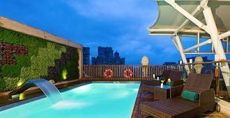 梅鲁哈费恩酒店 - 孟买 - 游泳池