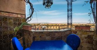 达达伊芙古堡酒店 - 瓦尔扎扎特 - 阳台