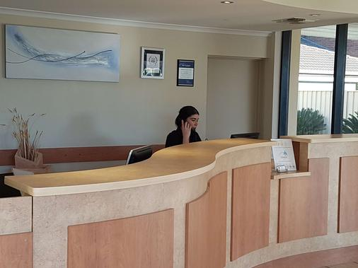 查菲贝斯特韦斯特汽车旅馆 - 米尔迪拉 - 柜台
