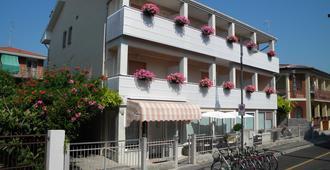 伊利亚尼酒店 - 格拉多