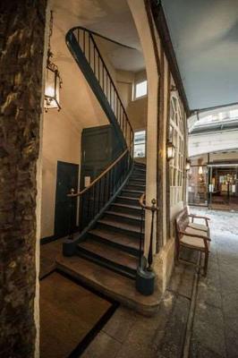 保姆娱乐酒店 - 巴黎 - 楼梯