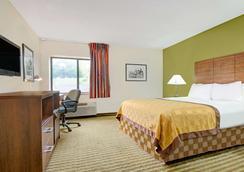 堪萨斯城戴斯套房酒店 - 堪萨斯城 - 睡房