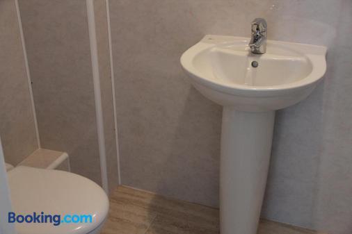 斯多克伍德酒店 - 卢顿机场 - 卢顿 - 浴室