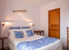 内维斯克洛斯圣玛丽原创精品酒店(国际酒店) - 讷韦尔 - 睡房