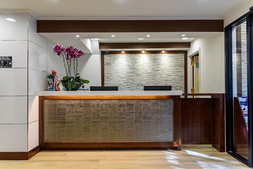 纽约法拉盛豪生酒店 - 皇后区 - 柜台