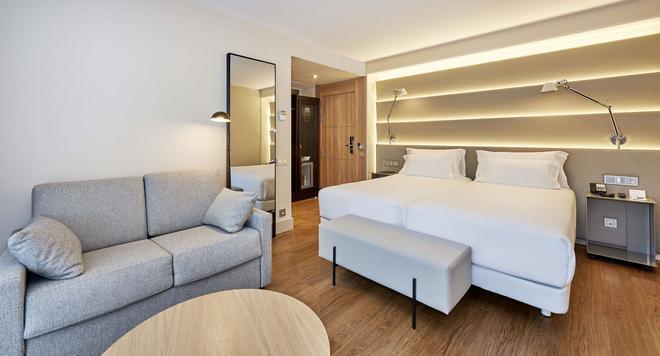 桑特斯巴塞罗那nh酒店 - 巴塞罗那 - 睡房