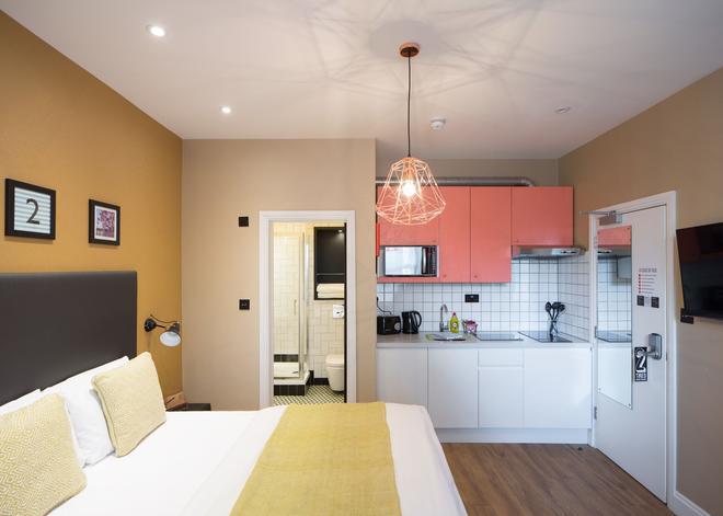 客房2号酒店-拉明顿管理 - 伦敦 - 睡房
