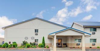 印第安纳波利斯速8酒店 - 印第安纳波利斯 - 建筑