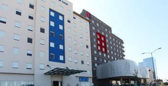 苏尔万克雷塔罗中央酒店 - 克雷塔罗 - 建筑