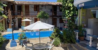 阿莱雅迪亚朱达青年旅舍 - 塞古罗港 - 游泳池