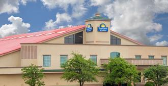 卢博克市南戴斯酒店 - 拉伯克 - 建筑