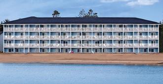 费尔维尤海滨酒店&水上乐园 - 麦基诺城 - 建筑