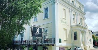 克拉伦斯法院酒店 - 切尔滕纳姆
