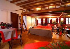 卢浮宫金狮酒店 - 巴黎 - 睡房