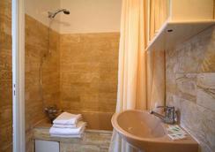 卢浮宫金狮酒店 - 巴黎 - 浴室