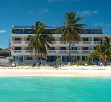 萨尔迪纳海湾酒店