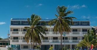 萨尔迪纳海湾酒店 - 圣安德列斯