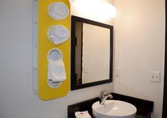 金士兰 6 号汽车旅馆 - 金斯湾海军基地 - 金斯兰 - 浴室