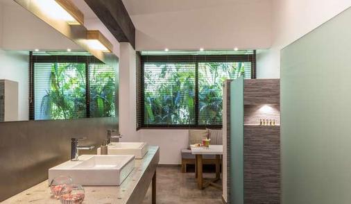 卡拉鲁纳精品别墅酒店 - 塔马林多 - 浴室