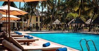 白沙度假酒店及会议中心 - 达累斯萨拉姆 - 游泳池