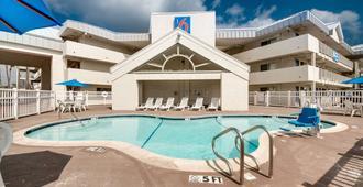 北布朗斯維爾6號汽車旅館 - 布朗斯维尔 - 游泳池
