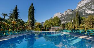 杜拉克杜帕克大度假胜地 - 里瓦 - 游泳池