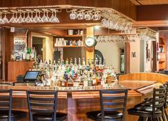 会议中心及水上乐园斯利普套房酒店 - 迈诺特 - 酒吧