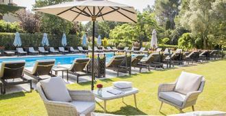 勒瓦隆德瓦鲁格温泉酒店 - 圣雷米普罗旺斯 - 游泳池