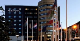 布鲁塞尔中心米迪铂尔曼酒店 - 布鲁塞尔 - 建筑