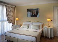 安巴夏特利宫酒店 - 蒙特卡蒂尼泰尔梅 - 睡房