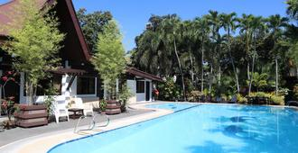 多米茨立欧洛伦索酒店 - 达沃 - 游泳池