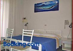 图斯克拉诺酒店 - 博洛尼亚 - 睡房