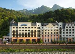 罗莎库特尔丽柏酒店 - 卡拉斯拉雅波利亚纳 - 建筑