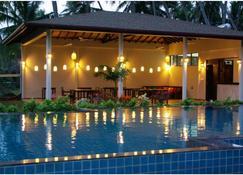 兰卡海滩简易别墅酒店 - 坦加拉 - 游泳池