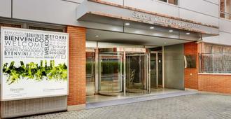 珀蒂宫马德里机场高科技酒店 - 马德里 - 建筑