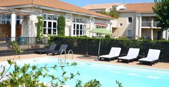 马斯德斯彭兹德阿莱斯酒店 - 阿尔勒 - 游泳池