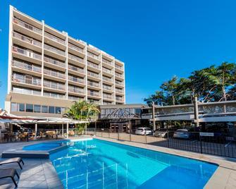 洛坎普顿美居酒店 - 洛坎普顿 - 游泳池