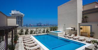 韦拉克鲁斯马雷贡假日旅馆 - 韦拉克鲁斯 - 游泳池