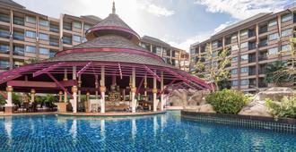 普吉岛葡萄酒园诺富特度假酒店 - 芭东 - 游泳池