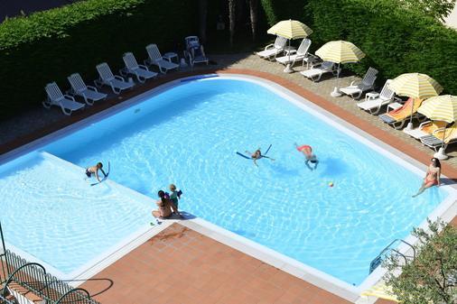 贝拉佩斯基耶拉酒店 - 佩斯基耶拉 - 游泳池