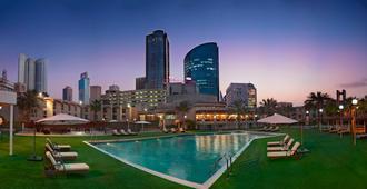 巴林皇冠假日酒店 - 麦纳麦 - 游泳池