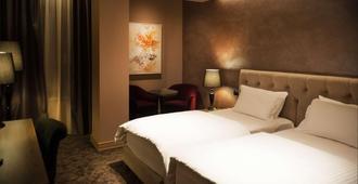 环球酒店 - 地拉那 - 睡房