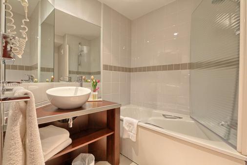 巴黎戴高乐机场-维勒班特金色郁金香酒店 - 鲁瓦西昂法兰西 - 浴室