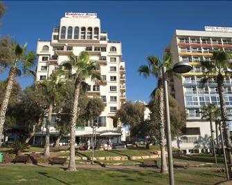 海滩住宅酒店 - 内坦亚 - 建筑