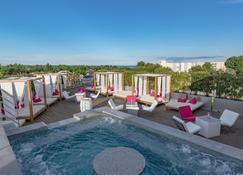 奥兹水疗酒店 - 阿格德 - 游泳池
