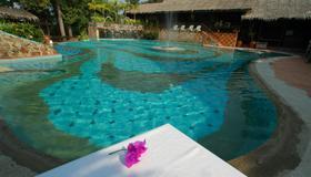 甘榜托克瑟尼克飯店 - 兰卡威 - 游泳池