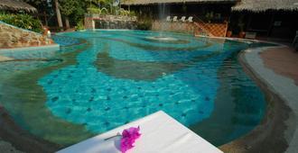 Kampung Tok Senik Resort - 兰卡威 - 游泳池